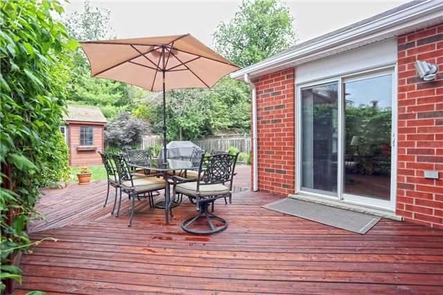 Detached at 10 Oak Gardens Crt, Brampton, Ontario. Image 9