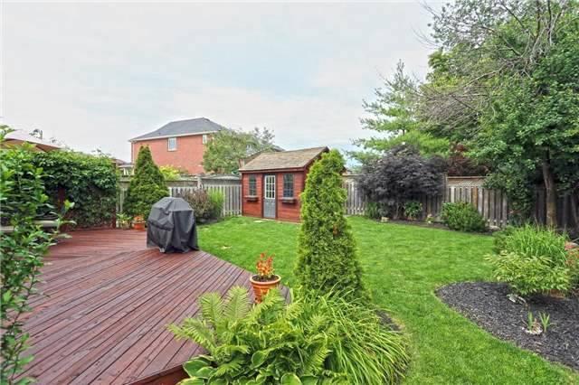 Detached at 10 Oak Gardens Crt, Brampton, Ontario. Image 11