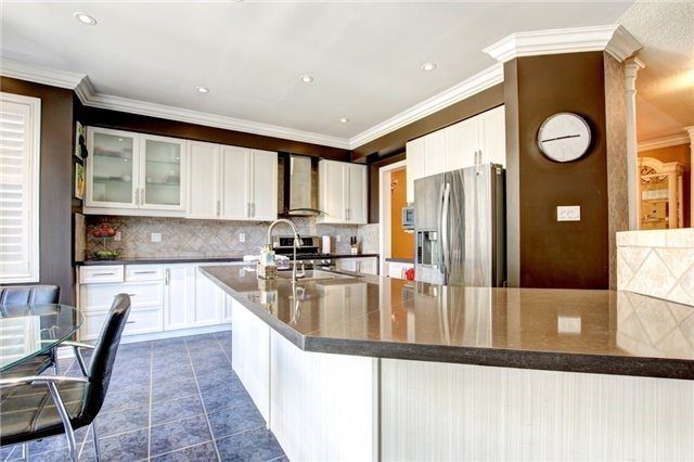 Detached at 6883 Gooderham Estate Blvd, Mississauga, Ontario. Image 19