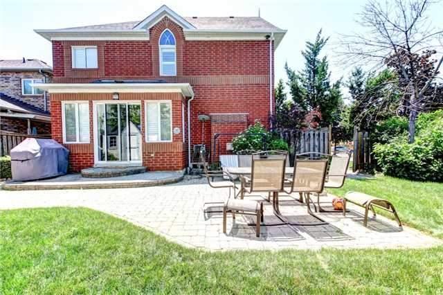 Detached at 6883 Gooderham Estate Blvd, Mississauga, Ontario. Image 13