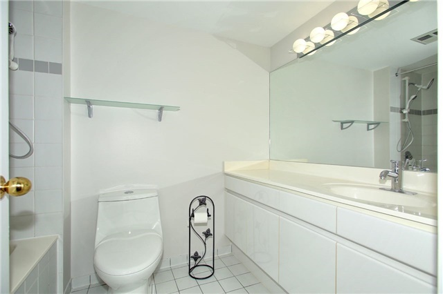Condo Apartment at 1 Palace Pier Crt, Unit 2101, Toronto, Ontario. Image 4