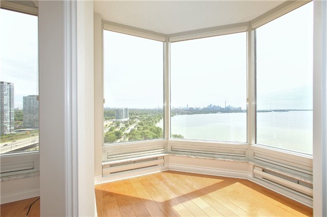 Condo Apartment at 1 Palace Pier Crt, Unit 2101, Toronto, Ontario. Image 6