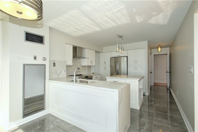 Condo Apartment at 1 Palace Pier Crt, Unit 2101, Toronto, Ontario. Image 7