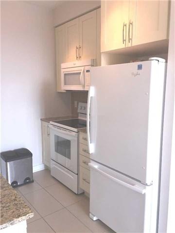Condo Apartment at 4070 Confederation Pkwy, Unit 3005, Mississauga, Ontario. Image 2