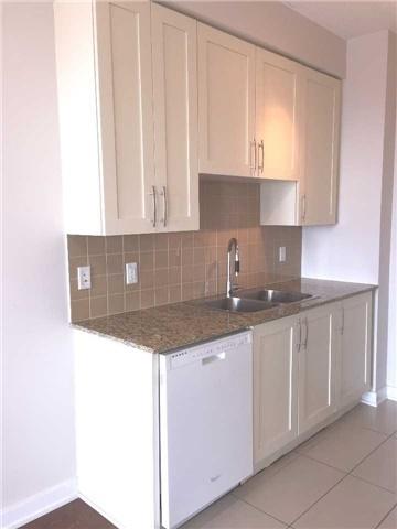 Condo Apartment at 4070 Confederation Pkwy, Unit 3005, Mississauga, Ontario. Image 3