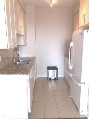 Condo Apartment at 4070 Confederation Pkwy, Unit 3005, Mississauga, Ontario. Image 4