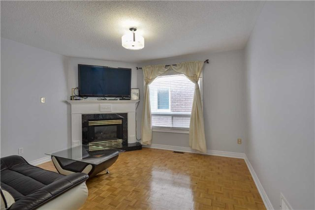 Detached at 25 Sahara Tr, Brampton, Ontario. Image 19