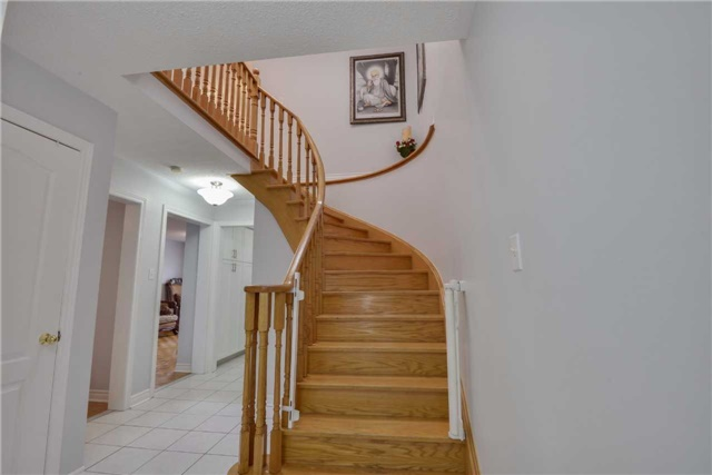 Detached at 25 Sahara Tr, Brampton, Ontario. Image 4