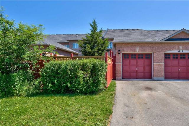 Townhouse at , Ontario. Image 5