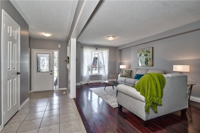 Townhouse at , Ontario. Image 9