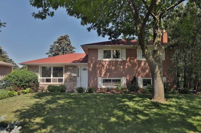 Detached at 2075 Seabrook Dr, Oakville, Ontario. Image 1