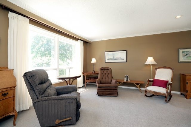 Detached at 2075 Seabrook Dr, Oakville, Ontario. Image 15
