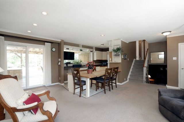 Detached at 2075 Seabrook Dr, Oakville, Ontario. Image 16