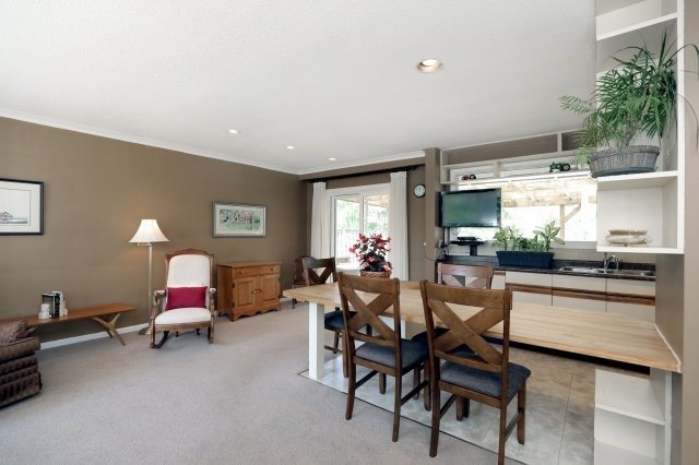 Detached at 2075 Seabrook Dr, Oakville, Ontario. Image 17