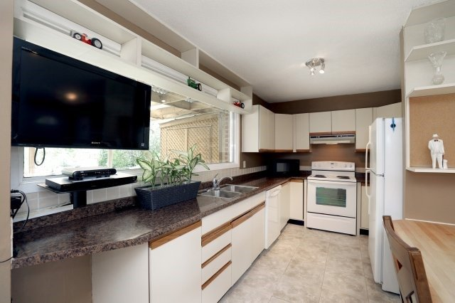 Detached at 2075 Seabrook Dr, Oakville, Ontario. Image 18