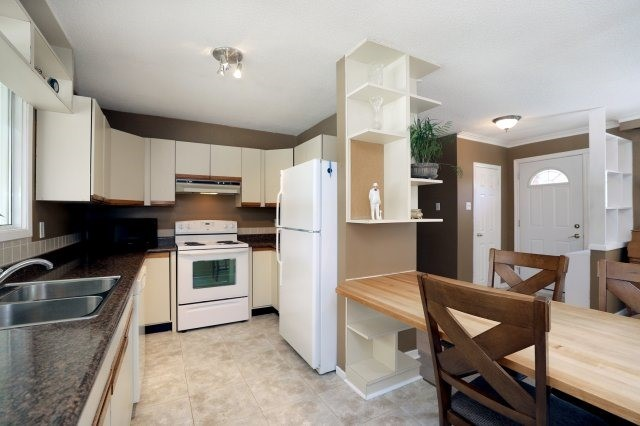 Detached at 2075 Seabrook Dr, Oakville, Ontario. Image 19