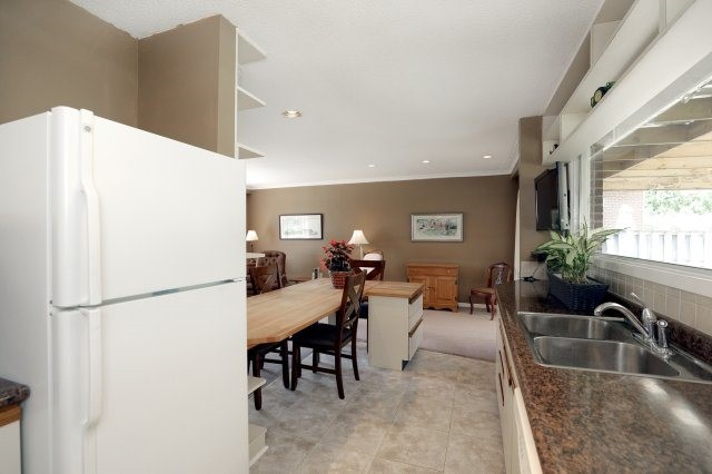Detached at 2075 Seabrook Dr, Oakville, Ontario. Image 20