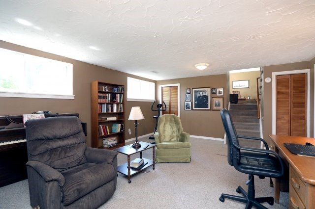 Detached at 2075 Seabrook Dr, Oakville, Ontario. Image 7