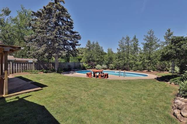 Detached at 2075 Seabrook Dr, Oakville, Ontario. Image 8
