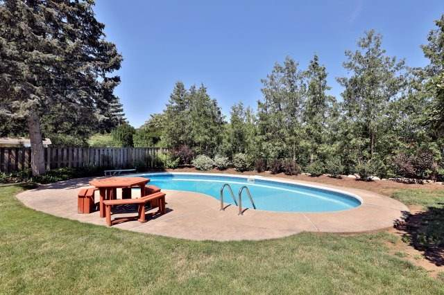 Detached at 2075 Seabrook Dr, Oakville, Ontario. Image 9