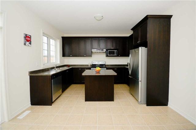 Detached at 23 Hoxton Rd, Brampton, Ontario. Image 2