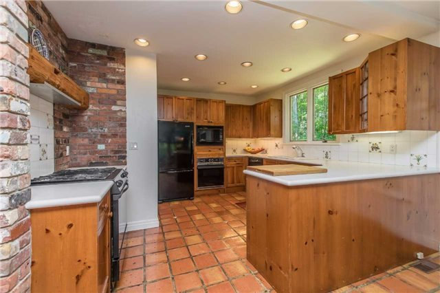 Detached at 18949 Centreville Creek Rd, Caledon, Ontario. Image 4