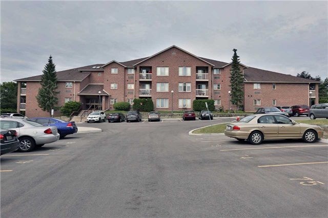 Condo Apartment at 3050 Pinemeadow Dr, Unit 61, Burlington, Ontario. Image 11