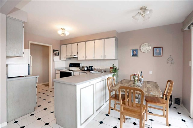 Condo Apartment at 3050 Pinemeadow Dr, Unit 61, Burlington, Ontario. Image 15