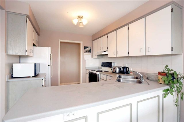 Condo Apartment at 3050 Pinemeadow Dr, Unit 61, Burlington, Ontario. Image 16