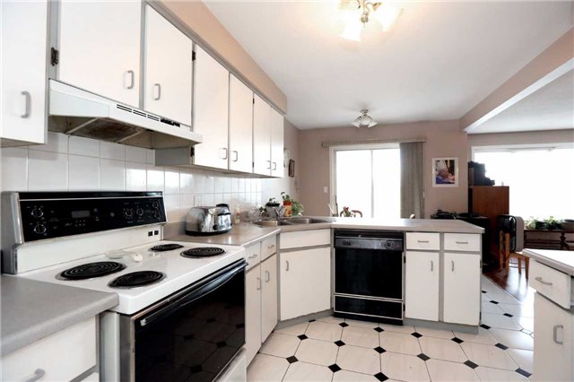 Condo Apartment at 3050 Pinemeadow Dr, Unit 61, Burlington, Ontario. Image 17