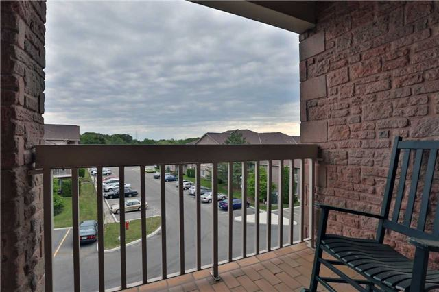 Condo Apartment at 3050 Pinemeadow Dr, Unit 61, Burlington, Ontario. Image 4