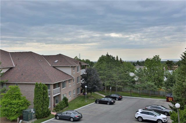 Condo Apartment at 3050 Pinemeadow Dr, Unit 61, Burlington, Ontario. Image 7