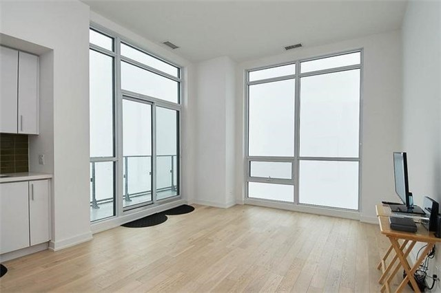 Condo Apartment at 2220 Lake Shore Blvd W, Unit Ph04, Toronto, Ontario. Image 17