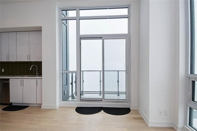 Condo Apartment at 2220 Lake Shore Blvd W, Unit Ph04, Toronto, Ontario. Image 2