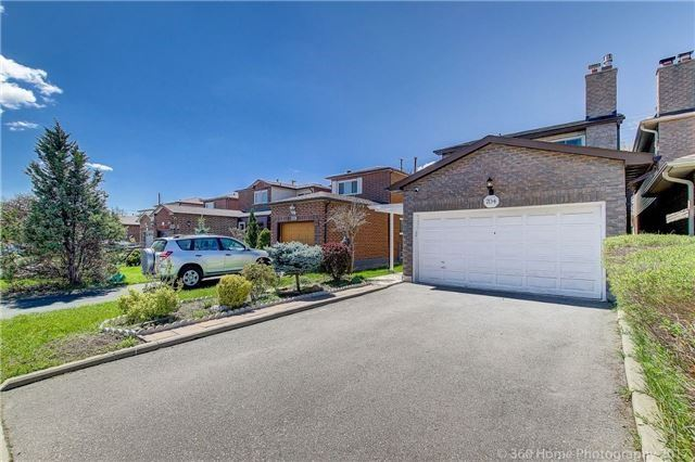 Detached at 704 Greycedar Cres, Mississauga, Ontario. Image 1