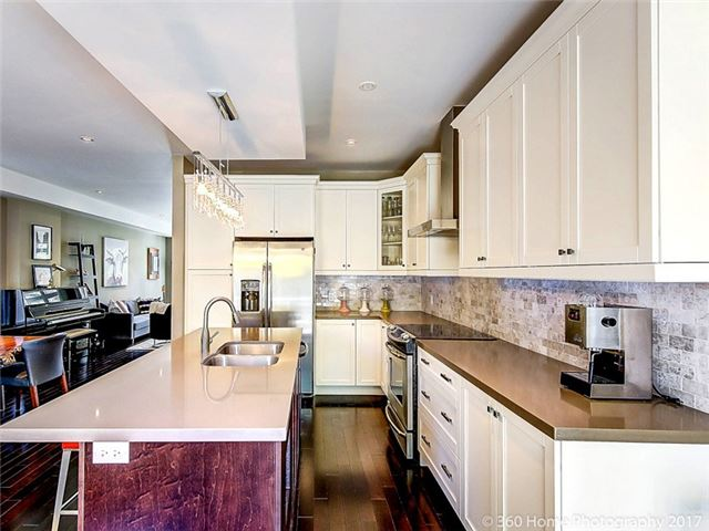 Detached at 70 Thirty Eighth St, Toronto, Ontario. Image 9