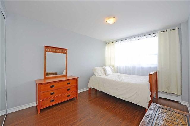 Condo Apartment at 188 Mill St S, Unit 406, Brampton, Ontario. Image 6