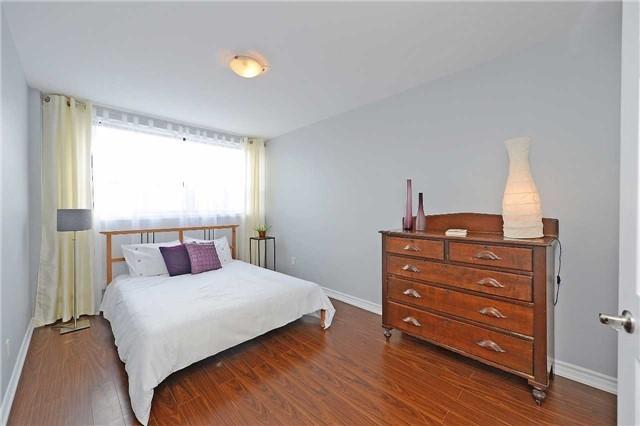 Condo Apartment at 188 Mill St S, Unit 406, Brampton, Ontario. Image 7