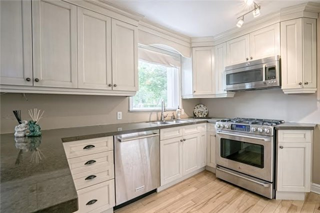 Detached at 1273 Oxford Ave, Oakville, Ontario. Image 15