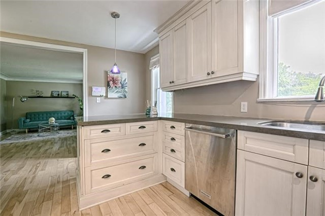 Detached at 1273 Oxford Ave, Oakville, Ontario. Image 17