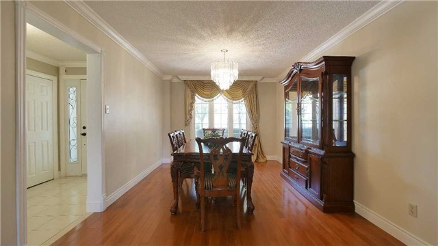 Detached at 368 Carrier Lane, Oakville, Ontario. Image 14