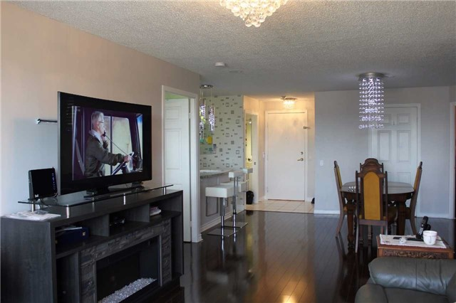 Condo Apartment at 35 Kingsbridge Garden Circ, Unit 606, Mississauga, Ontario. Image 4