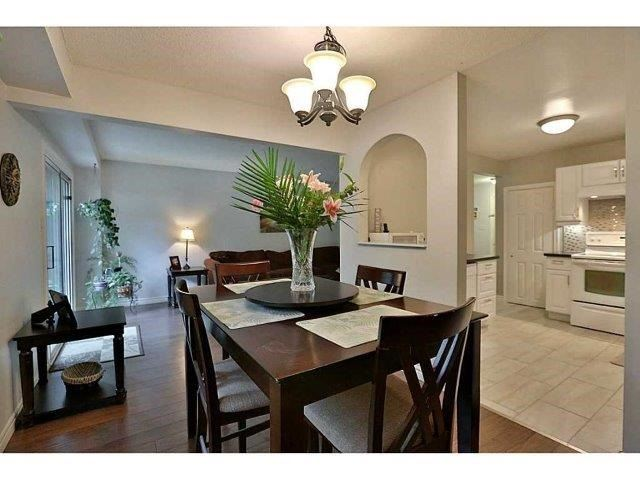 Condo Townhouse at 453 Woodview Rd, Unit 6, Burlington, Ontario. Image 2