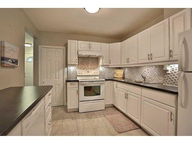 Condo Townhouse at 453 Woodview Rd, Unit 6, Burlington, Ontario. Image 4