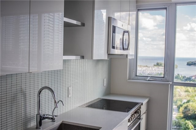 Condo Apartment at 2175 Lake Shore Blvd W, Unit 1711, Toronto, Ontario. Image 13