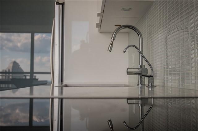 Condo Apartment at 2175 Lake Shore Blvd W, Unit 1711, Toronto, Ontario. Image 16
