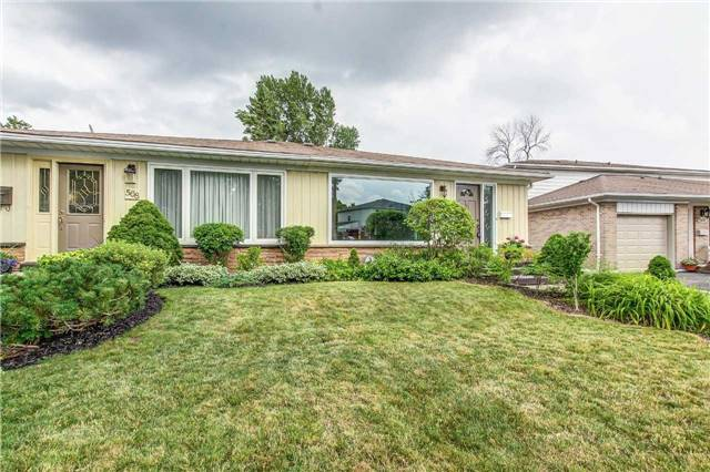 Semi-detached at 566 Tedwyn Dr, Mississauga, Ontario. Image 1