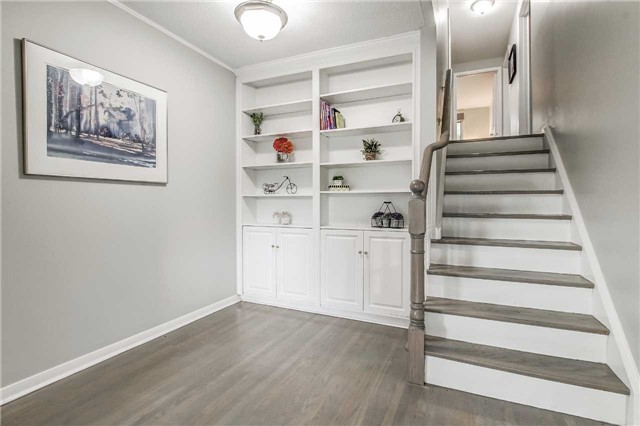 Semi-detached at 566 Tedwyn Dr, Mississauga, Ontario. Image 16