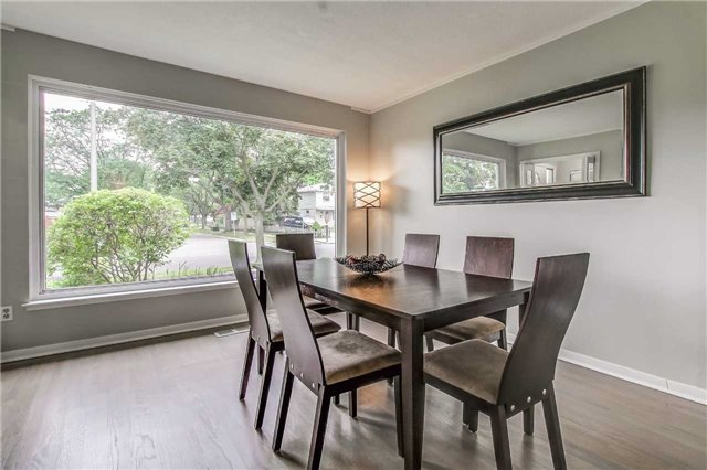 Semi-detached at 566 Tedwyn Dr, Mississauga, Ontario. Image 18