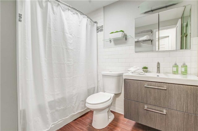 Semi-detached at 566 Tedwyn Dr, Mississauga, Ontario. Image 8